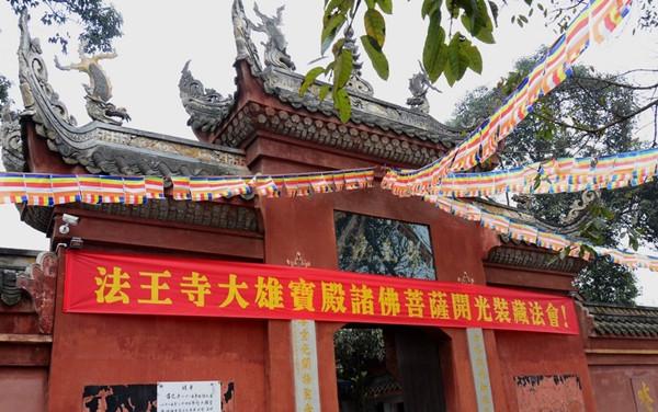 紧邻黄龙溪古镇和彭祖山风景区