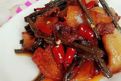 家常菜:五花肉烧干豇豆的做法
