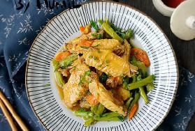 家常菜:姜葱豆角烧鸡翅的做法