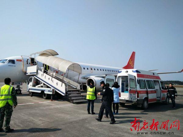 该趟航班飞机降落在南充高坪机场停机坪