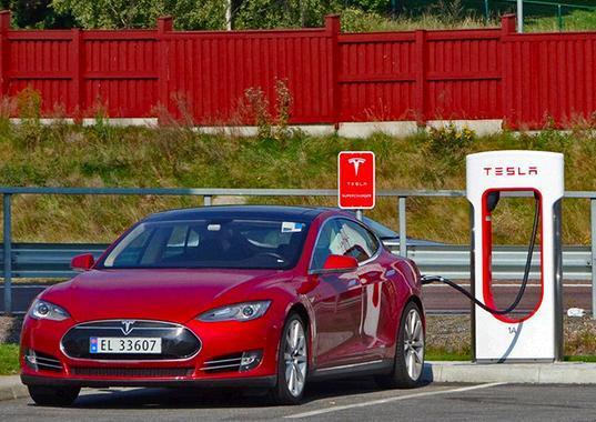 马斯克:特斯拉充电站将来全部使用太阳能和电池