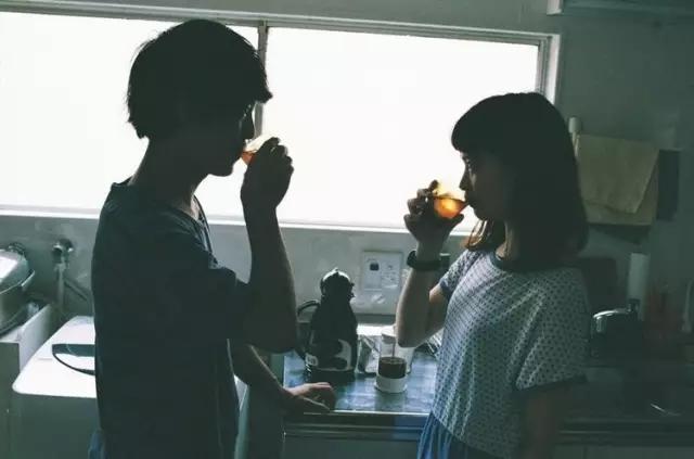 告别剪刀手 这才是情侣照的正确打开方式