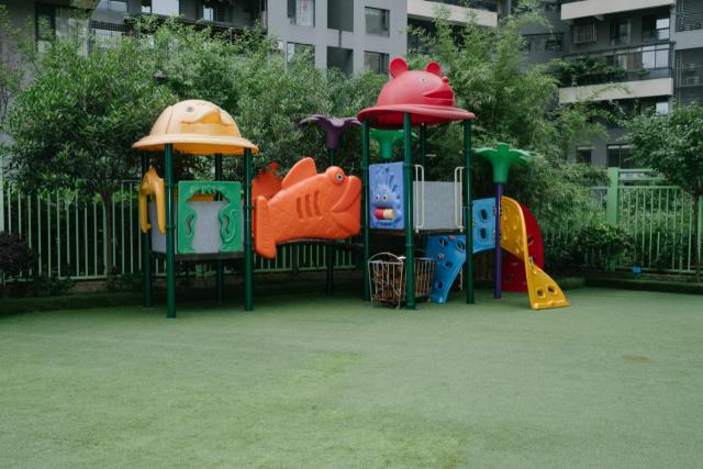 """孩子们为了儿童节""""凹造型"""" 直指社会的浮夸"""