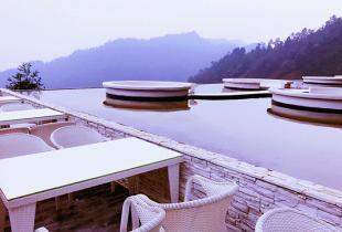 享隔世宁静 在眉山就可以入住悬崖酒店还去什么希腊