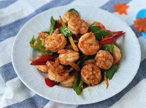 家常菜:青红椒炒虾仁的做法
