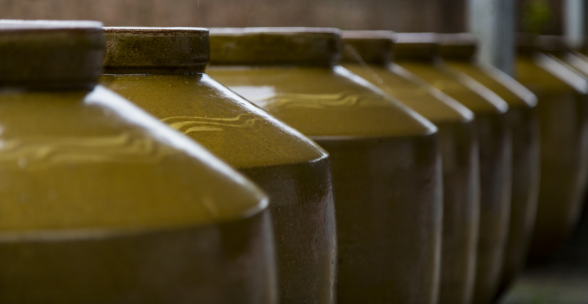 眉山這個小鎮藏有一壇傳承千年的美酒