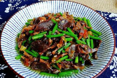 家常菜:酸辣鸭胗的做法