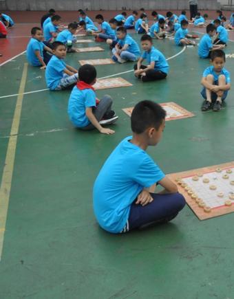 苏南小学举行了棋类特色学校棋类汇报比赛