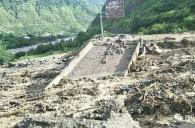 昨日,受降雨影响,省道 211线瓦斯沟桥被泥石流沖毁,道路中断;另外,旅游快速通道...