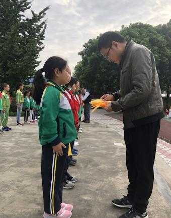 通惠小学校园文明督导队吹响集结号