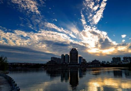 【摄影师每日一图赞大美眉山】余晖、夕照东坡湖