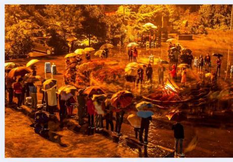 【摄影师每日一图赞大美眉山】作品:暮色、羌族篝火,欣赏