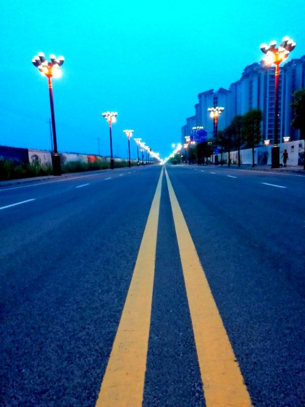 【摄影师每日一图赞大美眉山】——作品《建设中的苏堤南路》欣赏