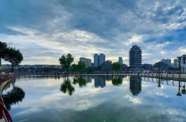 《水天一色远景楼》 ——吴福顺 【摄影师每日一图赞眉山】