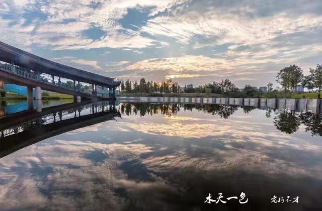 《水天一色》——肖俊明 【摄影师每日一图赞眉山】