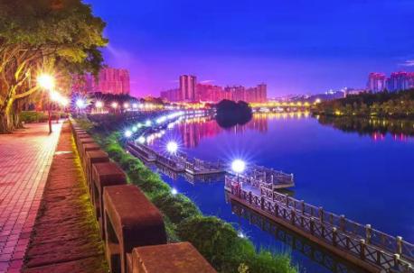 《华灯初上东坡湖》——高 琪 【摄影师每日一图赞眉山】