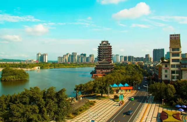 《美丽的东坡湖畔》—— 蹇蓉【摄影师每日一图赞眉山】