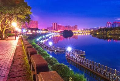 《華燈初上東坡湖》——高 琪  【攝影師每日一圖贊眉山】