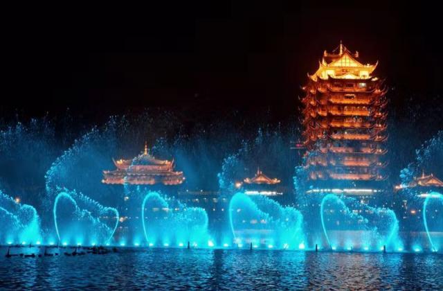 《心向东坡湖》   摄影:赵志恒【摄影师每日一图赞眉山】
