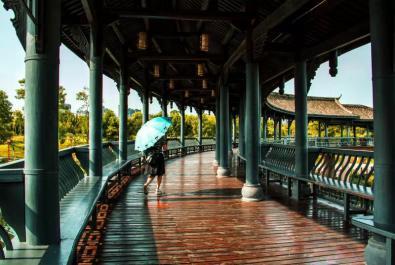 《濕地沉水步道一角》、《眉山東站》蹇蓉 【攝影師每日一圖贊眉山】