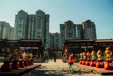 《東坡湖畔華燈高照》《東坡里水街一角》_賽蓉【攝影師每日一圖贊眉山】