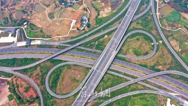 高速發展的交通網絡。