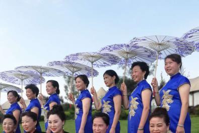 汉阳湖畔忆村里,40名芊芊女子演绎出特殊风景