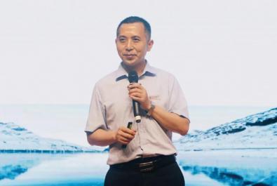 北外東坡小學生開大會,校長講起了高考作文題